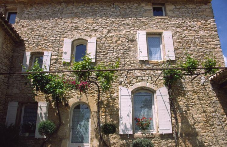 Restauration de ferme du xviiie gordes architecte pour for Restauration facade maison